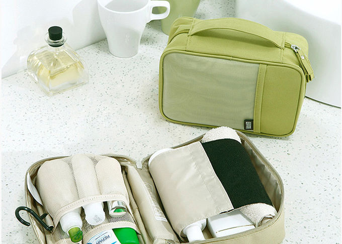 Large Capacity Custom Toiletry Bag , 13*20*8 CM Mens Hanging Wash Bag